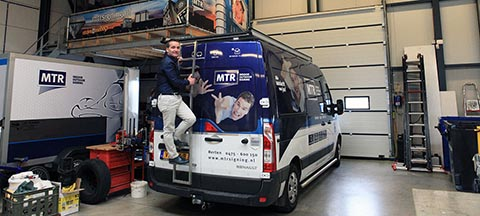 MTR Indoor Outdoor Signing Stays in the Fast Lane with